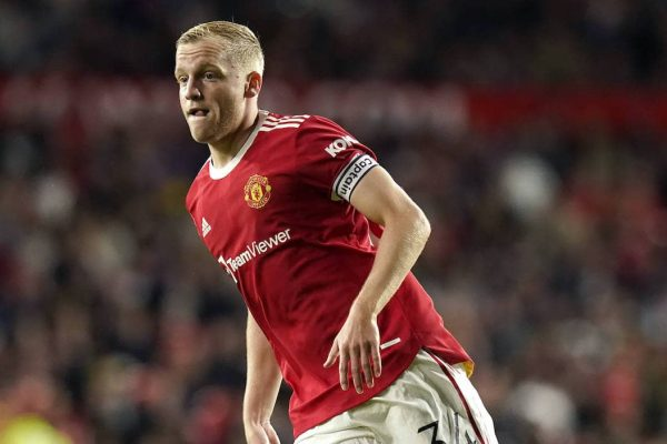 Netherlands defender Marciano Winks has urged young midfielder Donny van de Beek to leave Manchester United. Because he wasted his time waiting for an unrealistic opportunity.